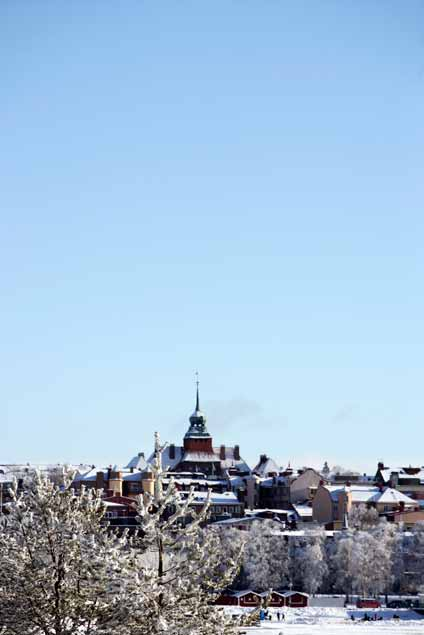 VINTERSTADEN the winter city WELCOME Östersund is a city buzzing with life. With the mountain range as a backdrop and Lake Storsjön covered in ice, Östersund offers a multitude of winter activities.